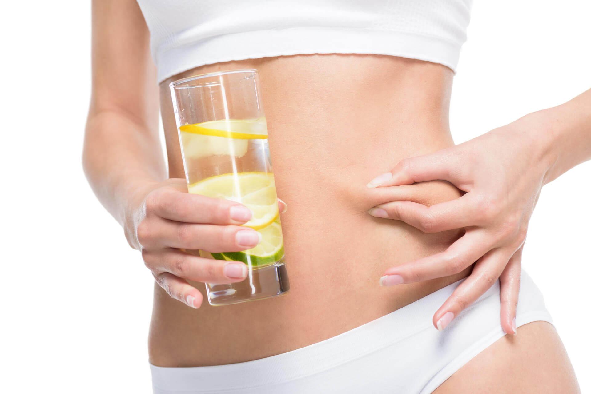 Czy należy pić wodę z cytryną?