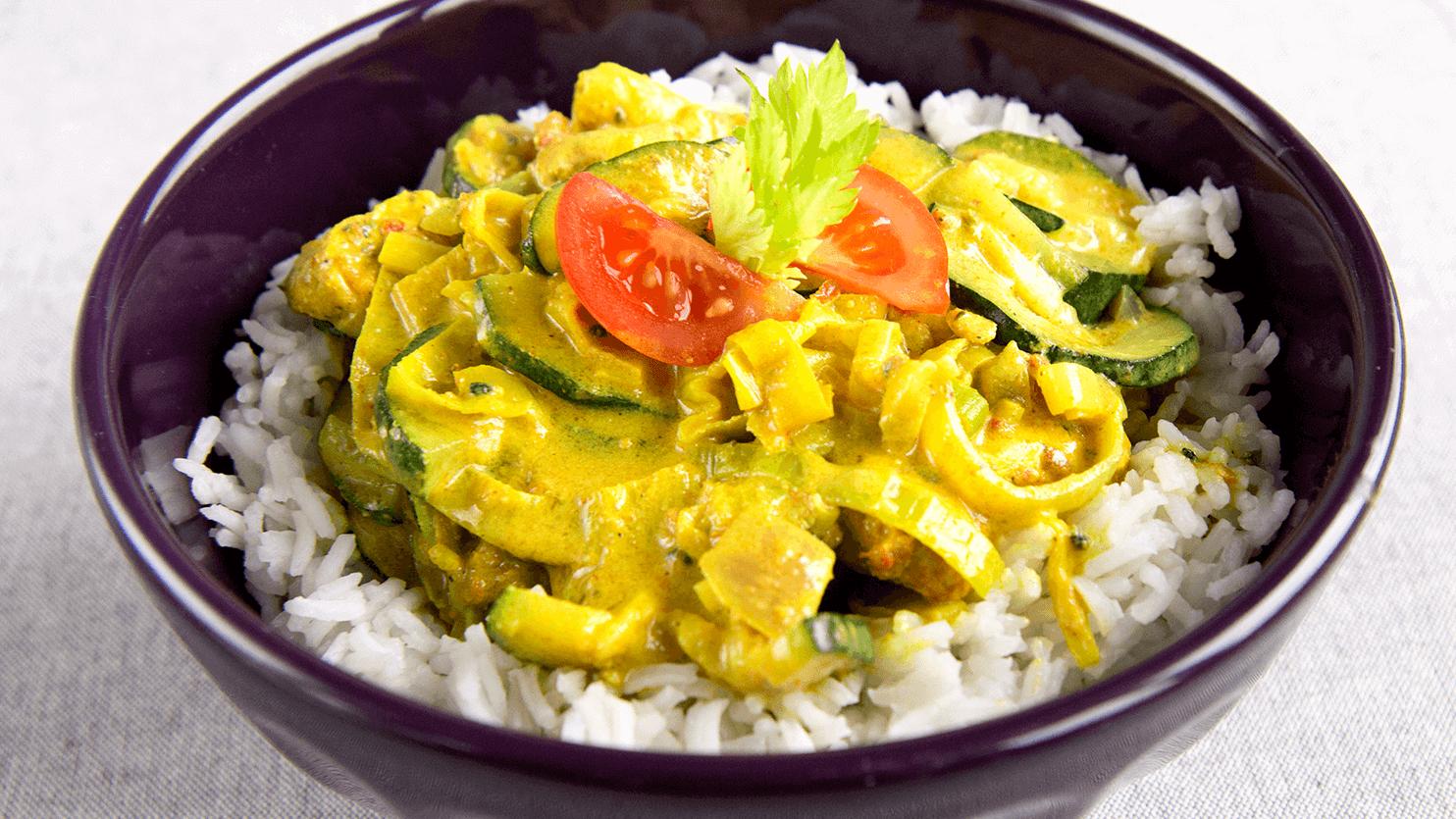 Żółte curry z cukinią i kurczakiem