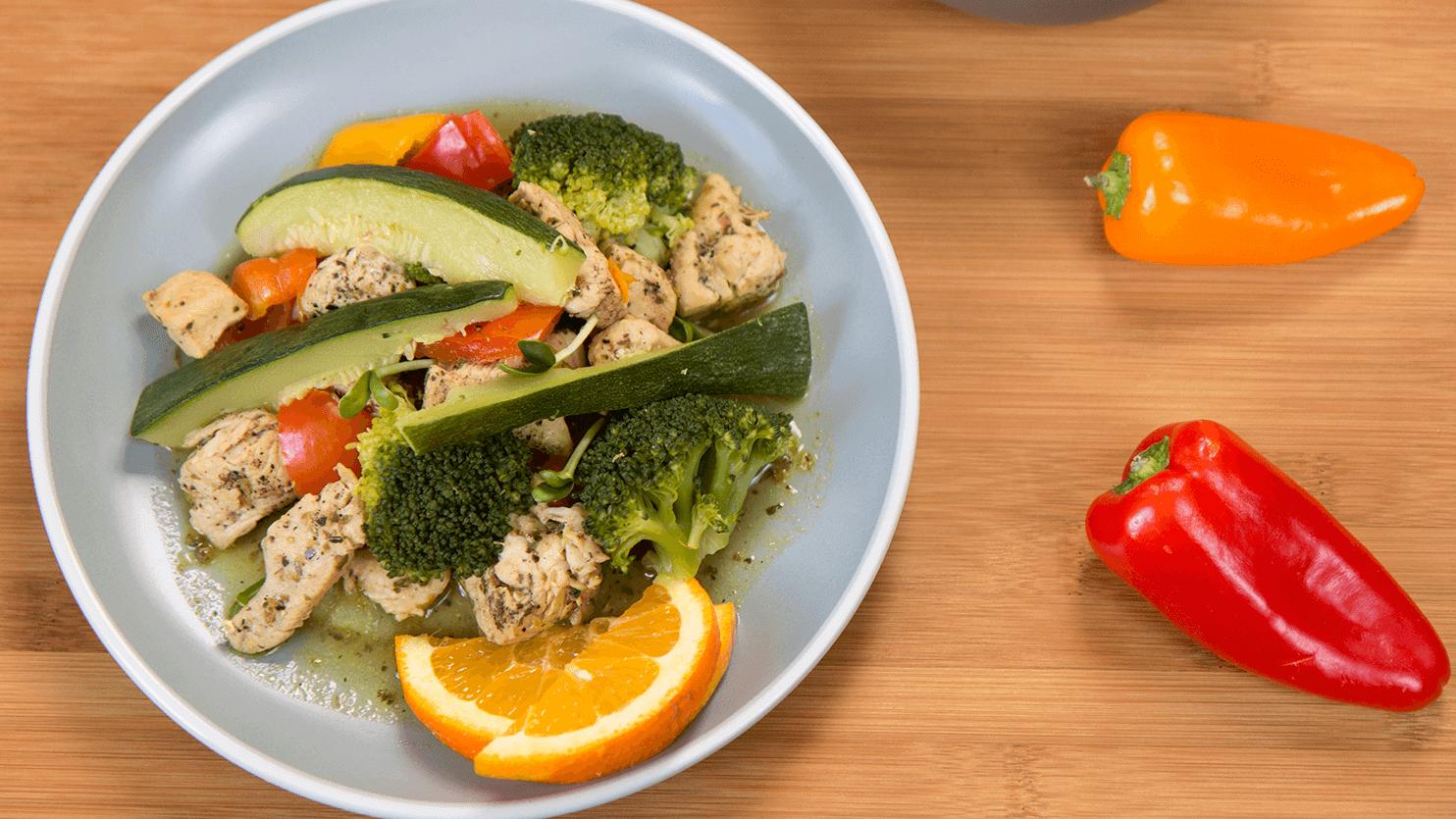 Kurczak z warzywami w pomarańczowym dipie