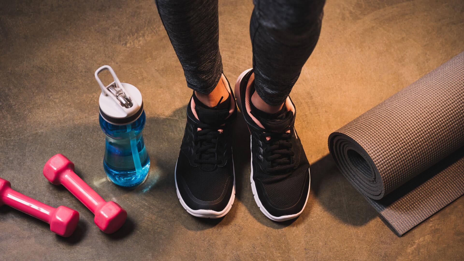 Jak się ubrać i co zabrać na siłownię?