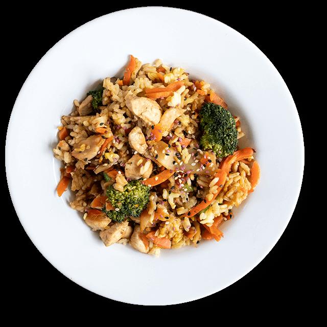 smażony ryż z brokułami kurczakiem