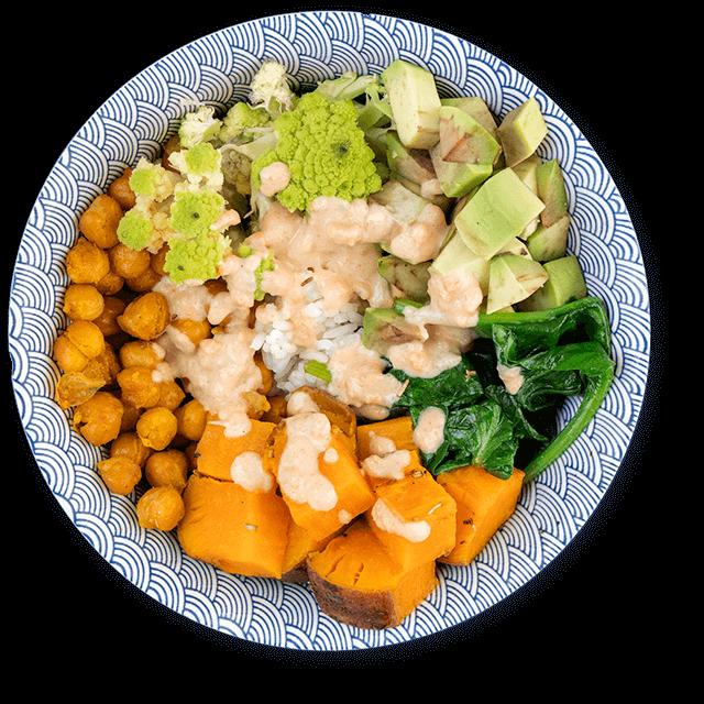 buddha bowl ze słodkimi ziemniakami i ciecierzycą