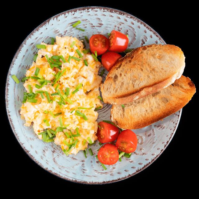 jajecznica z pieczywem