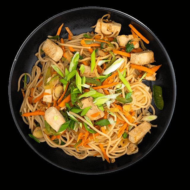 makaron smażony z tofu i warzywami