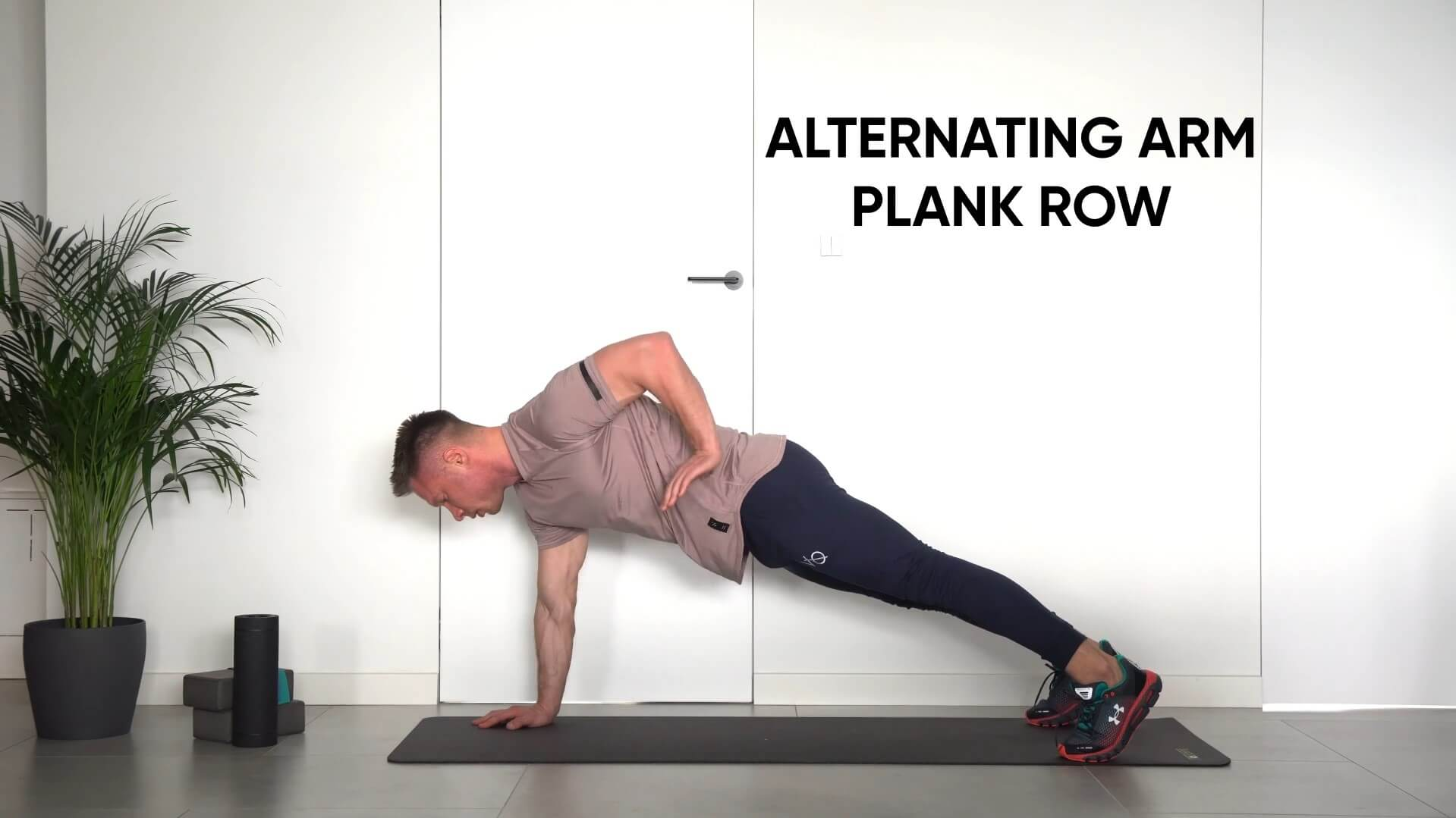 Alternating plank arm row