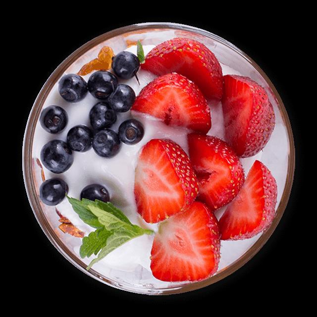 jogurt z truskawkami i orzechami