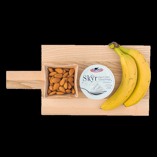 skyr + orzechy + banan