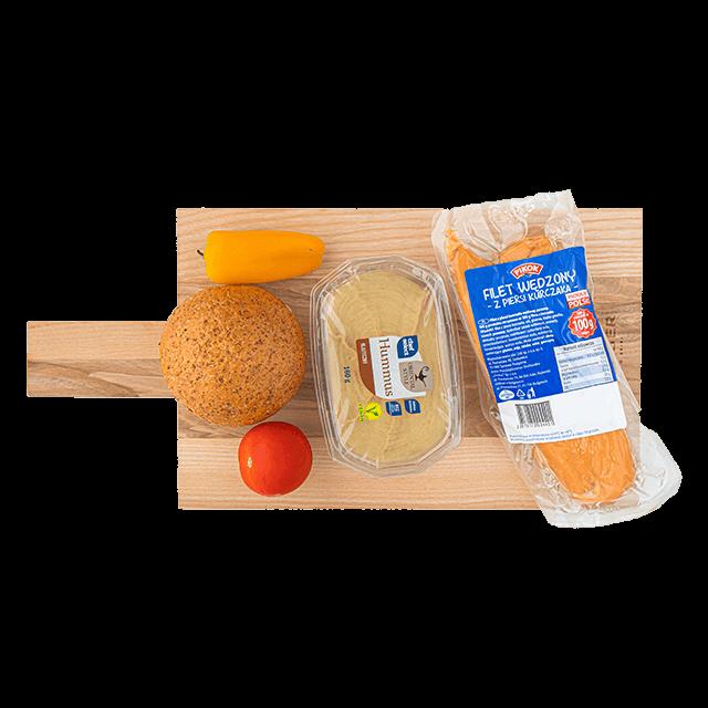 grahamka z humusem, kurczakiem i warzywami