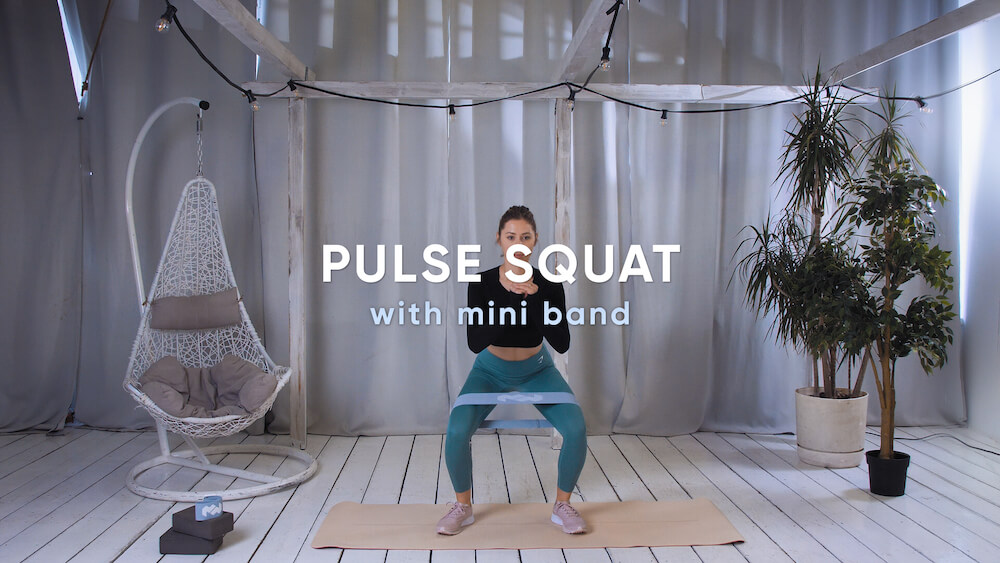 Pulse squat with mini band