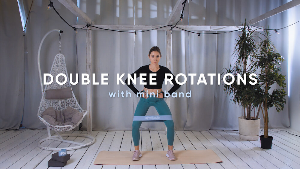 Double knee rotations with mini band