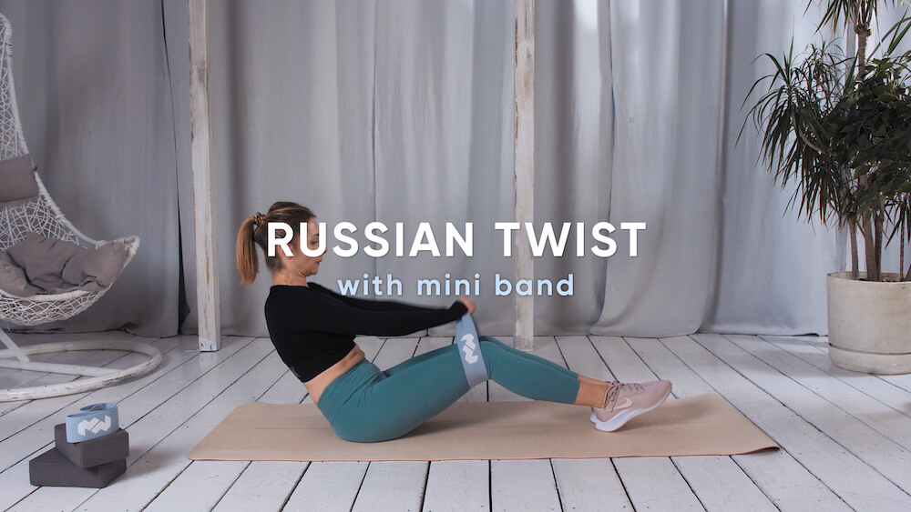 Russian twist with mini band