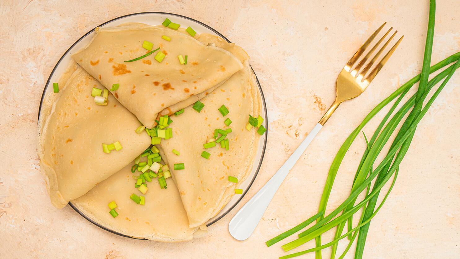 Naleśniki z twarożkiem z tofu i ogórkiem kiszonym