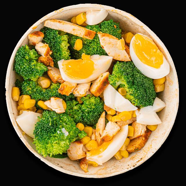 sałatka z kurczakiem, jajkiem i brokułami