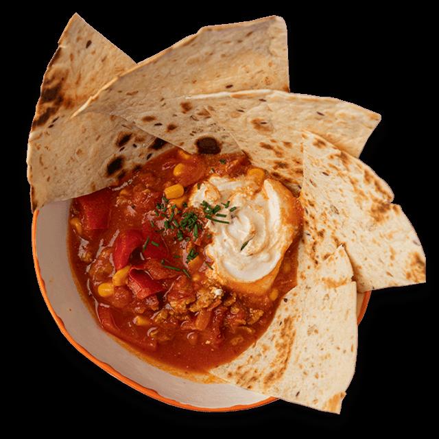 sycąca zupa meksykańska z indykiem i grillowaną tortillą