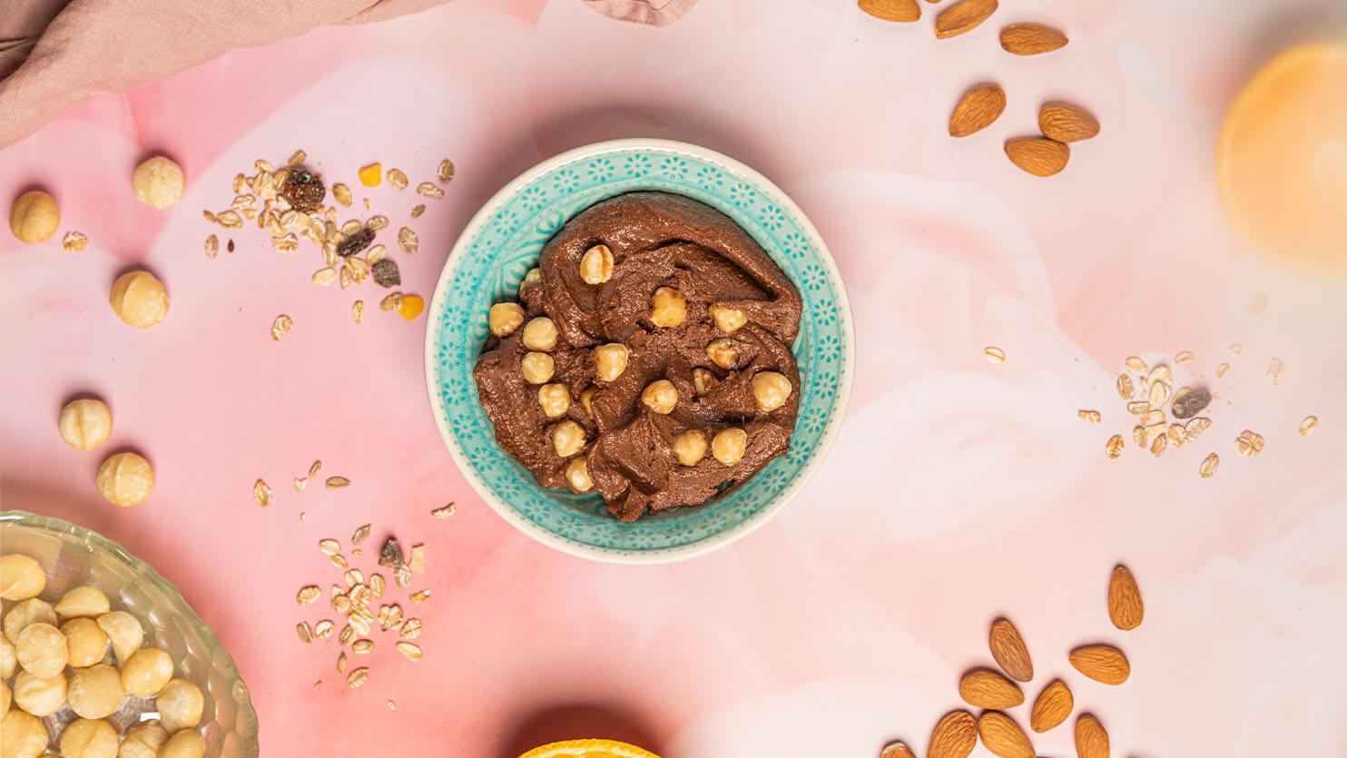 Pudding z ciecierzycy z kakao i masłem orzechowym