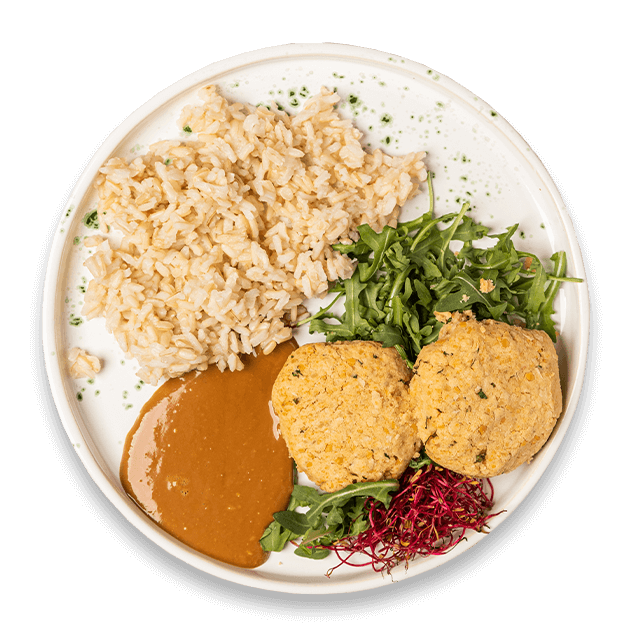 wegańskie pulpeciki z ciecierzycy z sosem orzechowym i brązowym ryżem