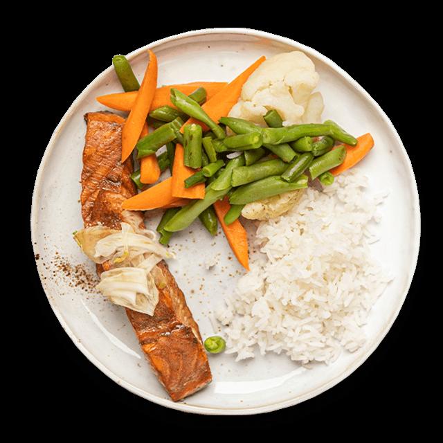 pieczony łosoś teriyaki z warzywami i ryżem