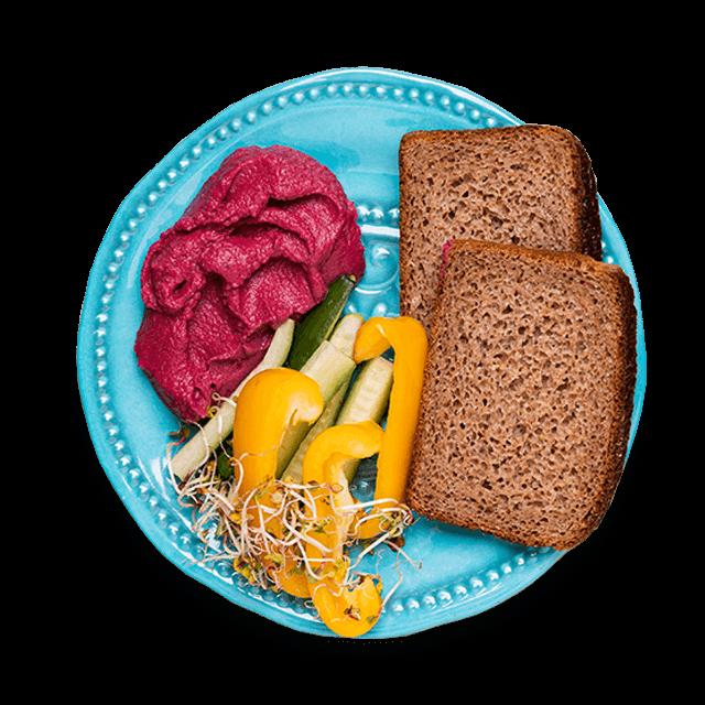 buraczany hummus z warzywami i pieczywem